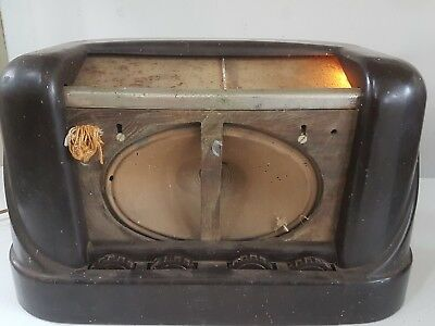 vintage radio STC bakelite.  Tested as working.  as is.  Model A62070