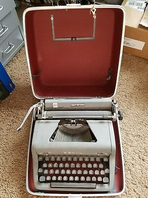 "Antique Royal ""Quiet De Luxe"" Typewriter w/ D-Shaped Glass Keys Vintage as is"