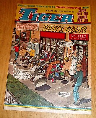 Tiger Comic 15/5/1982 With  South Africa  Cricket Team  Centrefold Poster