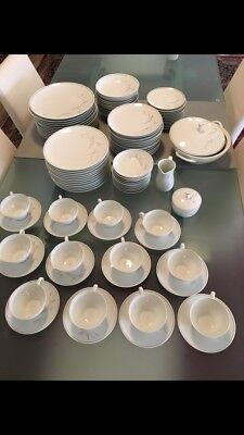 Noritake Dinner Set 100 Piece Immaculate Condition