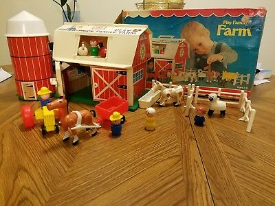 VG Vintage  Fisher Price Little People Play Family Farm Barn with ORIGINAL BOX