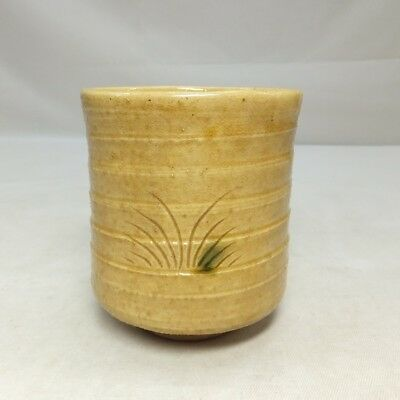 D952: Japanese old KI-SETO pottery tea cup with appropriate work and glaze