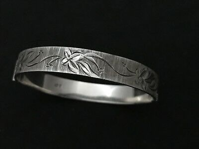Vintage Sterling Silver Opening Bangle. Made in 1978.