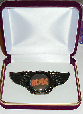 AC / DC Hard Rock Band Young Hell Scott Black Edge Wing Concert Hat Jacket Pin