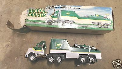 BP 1993 Race Car Carrier Truck MIB w Formula 1 Car == FREE POSTAGE IN USA