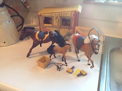 Marchon Grand horse barn & stable with 2 Horses 1 Colt and accessories