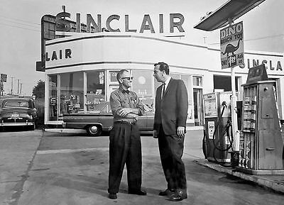 SINCLAIR DINO GAS STATION OWNERS PUMPS OIL RACK DISPLAY 1954 glossy paper 5x7