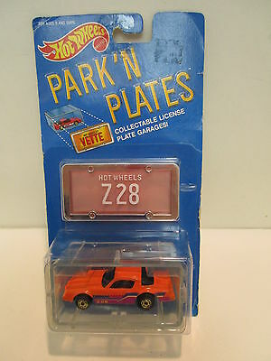 Hot Wheels Park'N Plates Camero Z28 with Garage   Classic  Vintage