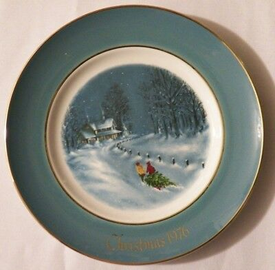1976 Avon Christmas Collector Plate, 3rd Edition, Bringing Home the Tree