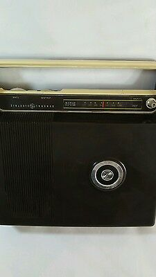 GENERAL ELECTRIC 1960's GE Solid State  AM Vintage Radio Model R475H