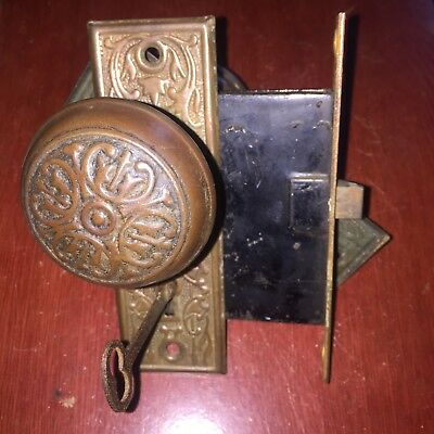 ANTIQUE Chicago Metal  ART DECO/NOUVEAU Mortise Lock, Backplates & Door Knobs