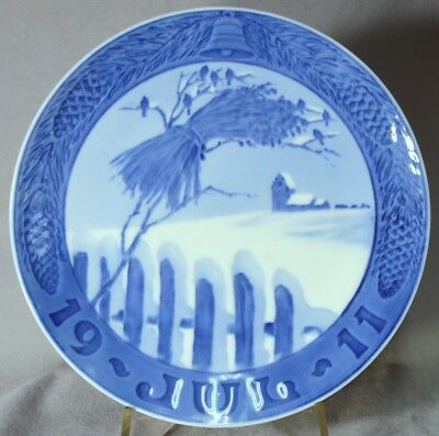 ROYAL COPENHAGEN 1911 Christmas Plate Wooden Fence with Sheaf of Wheat