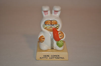 """Garfield Figurine """"Here Comes Kitty Cottontail"""" Enesco Sticker Marked 1982"""