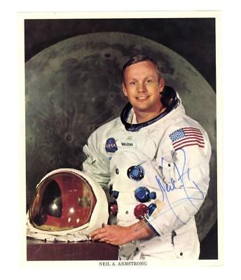 Neil Armstrong superb signed color photo Lot 6