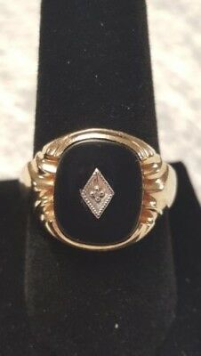 Men's 10K Yellow Gold Onyx Rectangle Ring with diamond. Size 10. 4.3 grams. Nice