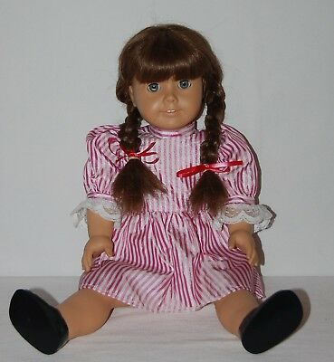 Pleasant Company American Girl Retired Molly McIntyre Doll