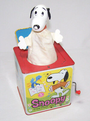 1966 SNOOPY & PEANUTS IN THE MUSIC BOX Mattel Metal Jack in the Box ~ Works!