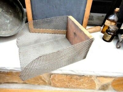 vintage SIFTER SCOOP MESH WIRE BASKET/WOOD HANDLE farm COUNTRY STORE feed