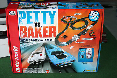 Autoworld Rennbahn Petty VS. Baker Artnr. SRS281