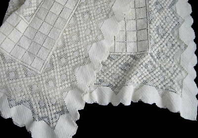Antique VTG Creamy Italian Linen Knotted Darned Lace Table Topper Tablecloth