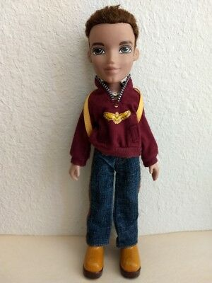 Bratz Boyz Boy Dylan Doll Brown Hair Olive Eyes Clothes Backpack Necklace Shoes
