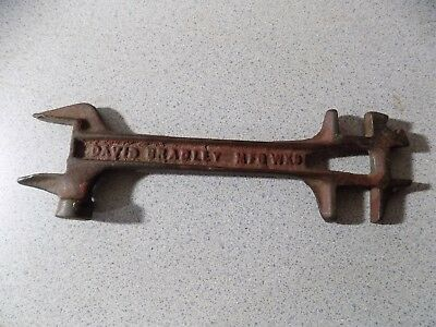 Vintage Antique David Bradley Cast Iron Farm Hand Tool Wrench Tractor IMPLEMENT