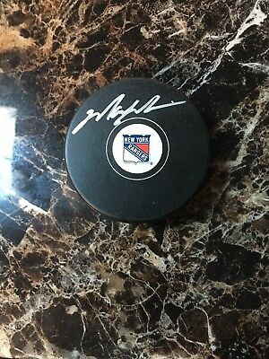 buy online 9946a 7e6b0 AUTOGRAPHED MARK MESSIER Official New York Rangers Puck ...