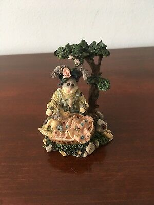 """Boyds Bears """"Momma McHopple And Babies"""" Resin Wee Folkstone Rabbit Style 36600"""