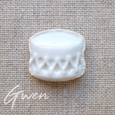 Feve Ancienne plate Moyet Perrin Tambour Blanc Biscuit Emaillé