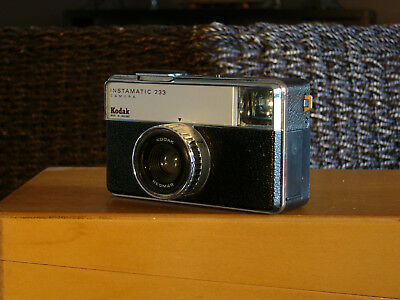 Retro KODAK Instamatic 233 Film Camera.  Made in England
