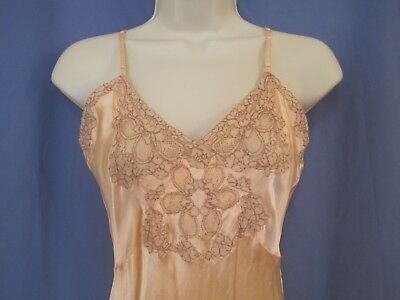 small / xs  VINTAGE 1930s PEACH RAYON & LACE SLIP