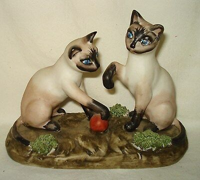 VTG Siamese Cat Kittens Playing w/ Red Ball Porcelain Ceramic Spaghetti Figurine