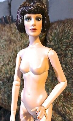 "Robert Tonner 'Antoinette Body' Nude16"" Doll with 20's Style Bob Stand Included"