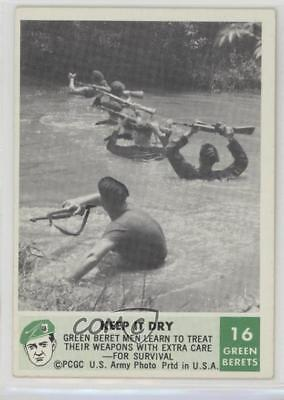 1966 Philadelphia Men of the Green Berets #16 Keep It Dry Non-Sports Card 2u3