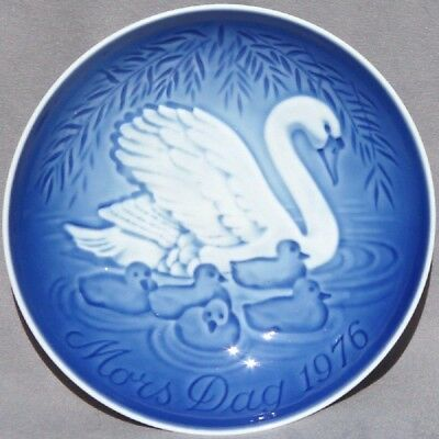 BING & GRONDAHL 1976 Mother's Day Plate Swan with Cygnets B&G -- Excellent!