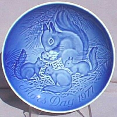 BING & GRONDAHL 1977 Mother's Day Plate Squirrel with Young B&G Mothers Day