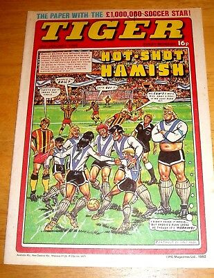 Tiger Comic 1982 With A Stunning  Cardiff City  Colour Team  Centrefold Poster