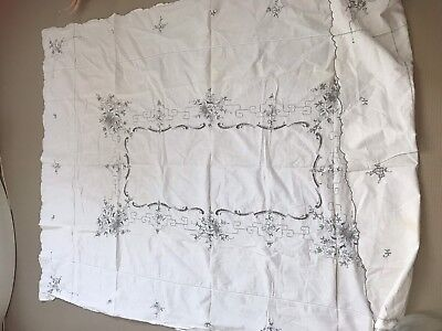 Vintage Embroidered - White Linen Tablecloth - Beautiful Embroidery