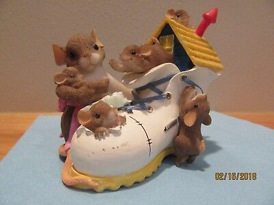"Charming Tails,  Mother Hubbard Shoe, #89-331 ""We're a snug Fit"""