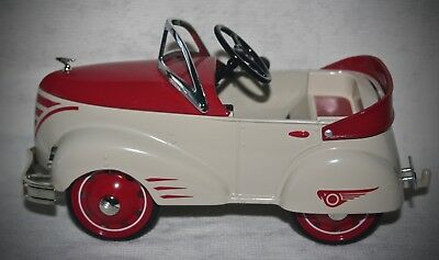 Hallmark Kiddie Car Classic Gendron 1940 CUSTOM PIONEER ROADSTER RED AND WHITE