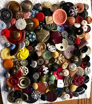 Large Lot of 175+ Assorted Antique & Vintage Collectible Buttons B217-2