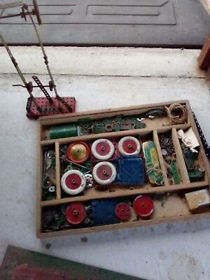 vintage not meccano set its made in australia heaps of bits and piecses