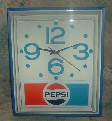 EXCELLENT VINTAGE PEPSI LIGHTED CLOCK COLA BEV Pl-1354 NEW OLD STOCK 1970'S NICE