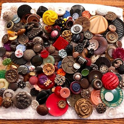 Large Lot of Assorted Antique & Vintage Collectible Buttons Huge Variety  B218-3