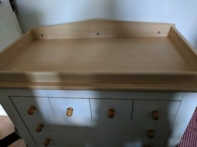 Baby changing chest of drawers