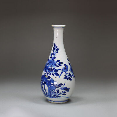 Antique Small Chinese blue and white pear-shaped vase, Kangxi (1662-1722),