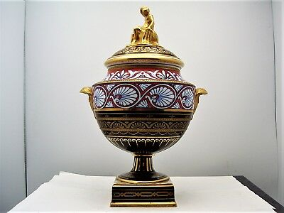 Wedgwood Neoclassical Porcelain Gilt Covered Vase with Euterpe Finial