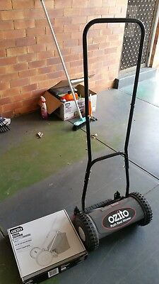Bunnings Warehouse Ozito Manual PUSH REEL MOWER with 18L grass catcher