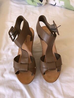 country road womens shoes Size 37