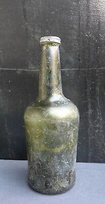 Nice and good quality 18th. century wine or port bottle, Dutch